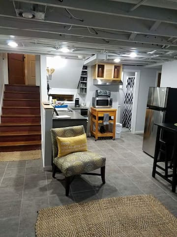 Newly Remodeled Urban Basement Apt Heart of Peoria