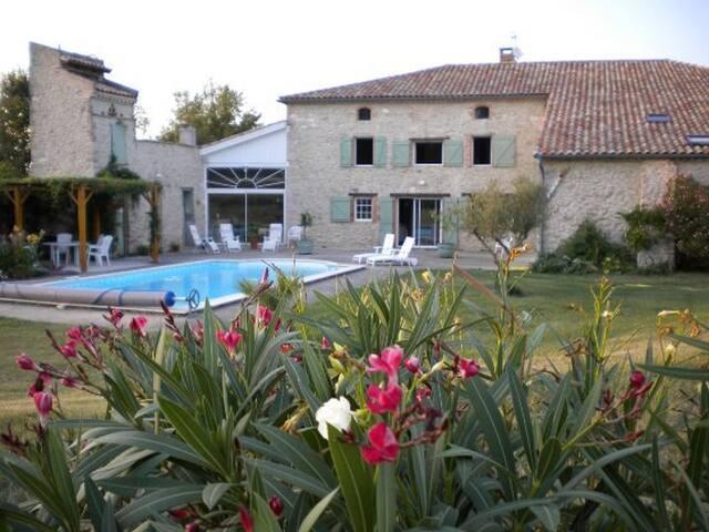 Gite près d'Albi et Toulouse avec piscine chauffée