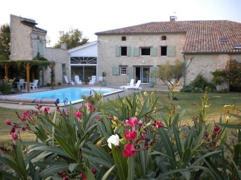 Casa rural de 70m2 (piscina climatizada) en finca restaurada.