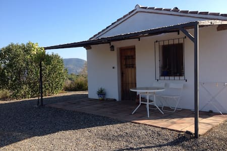 Eco-friendly cottage with amazing views. - El Chorro - Gästhus