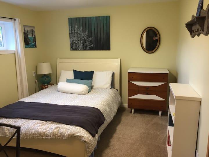Bright private suite on acreage near ocean