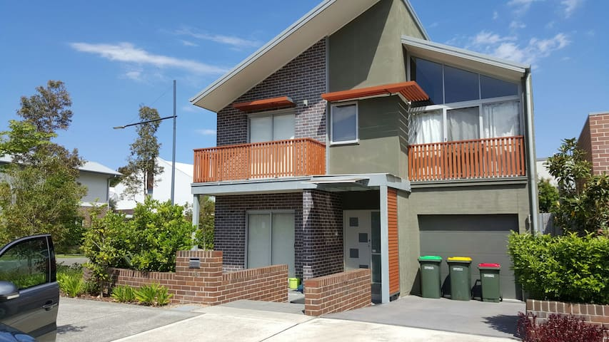 New riverside 2 storey house - Ermington - House