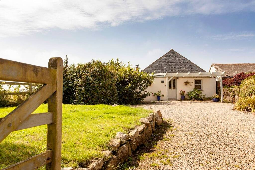 Relax as you drive up to Little Molvenny, the perfect holiday hideaway
