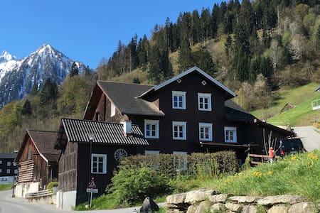 Uriges Bauernhaus im Brandnertal - Bürserberg - 独立屋