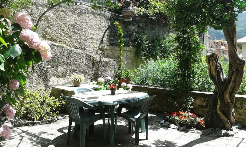 Apartment in villa   with terrace close the sea - Levanto - Lejlighed