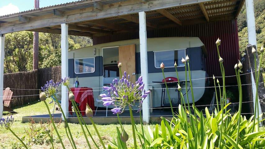Cosy Coast Road Caravan with sea views