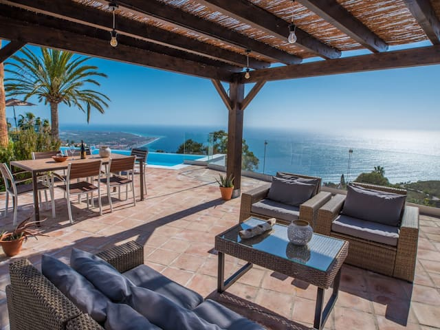 Villa La Palacete: renovated august 2018, big private pool, comfort & ocean view