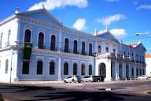 Palacete Azul (Prefeitura de Belém e Museu de Arte de Belém)- 30 minutos andando ou por linha especial com ponto na frente da casa