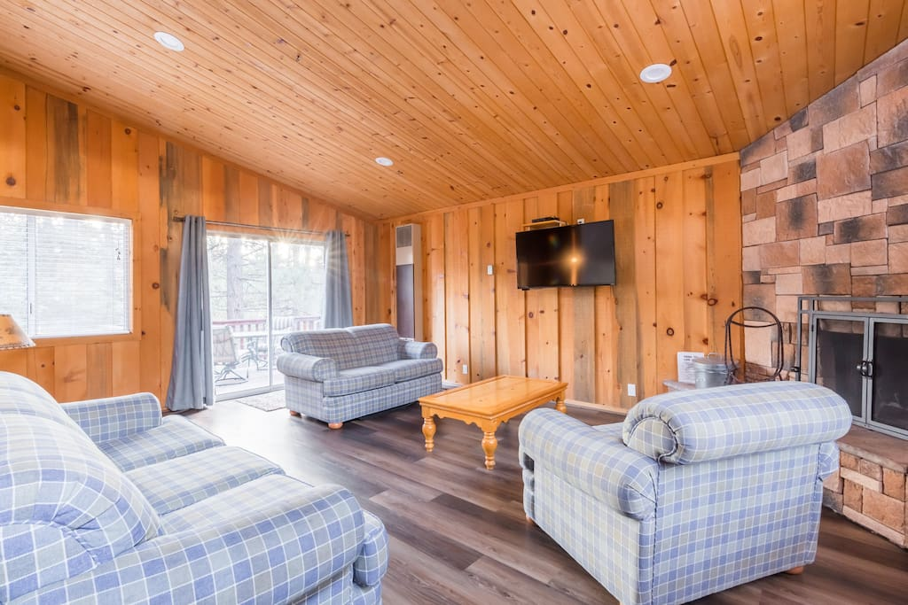 Open Living Room that leads to Kitchen so everyone is together. LCD TV, Log Fireplace.