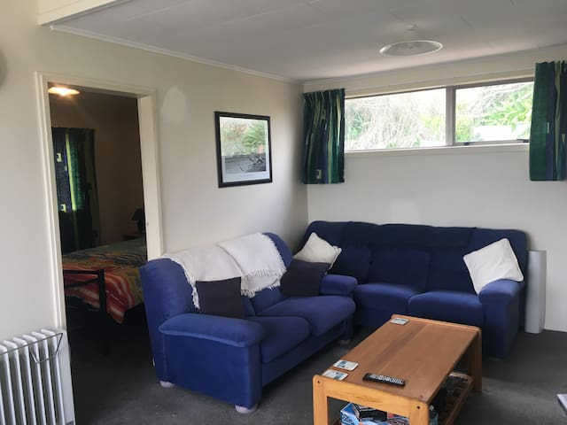 Cute Cosy Kiwi Bach - Unwind and Relax - Waitarere Beach - Huis