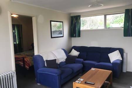 Cute Cosy Kiwi Bach - Unwind and Relax - Waitarere Beach