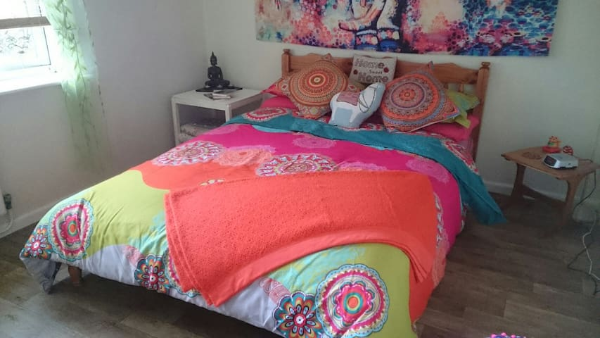 Isle of Man, vegan, happy hippy double bed room