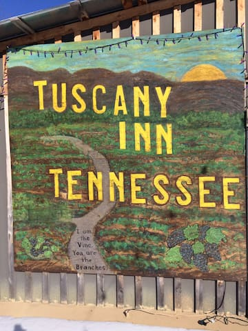 """Tuscany Inn TN  Piccolo * & use of Large Hot Tub"