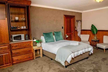 Aloe Room - Luxury and Private En-suite room