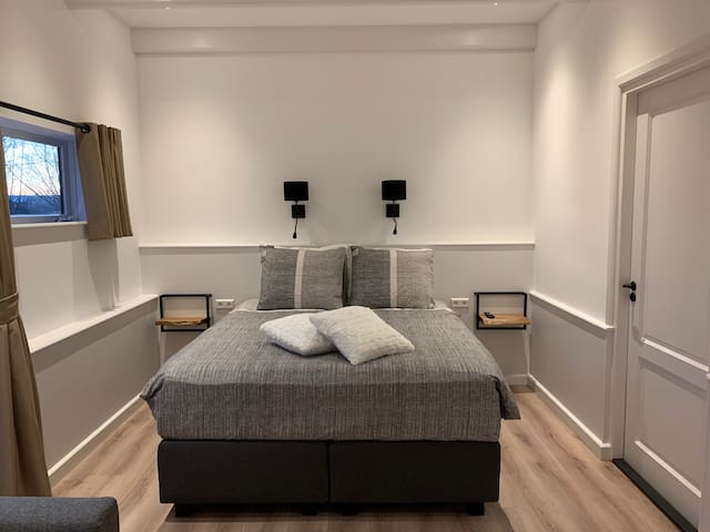 B&B, private luxury room 5 km from Amsterdam.