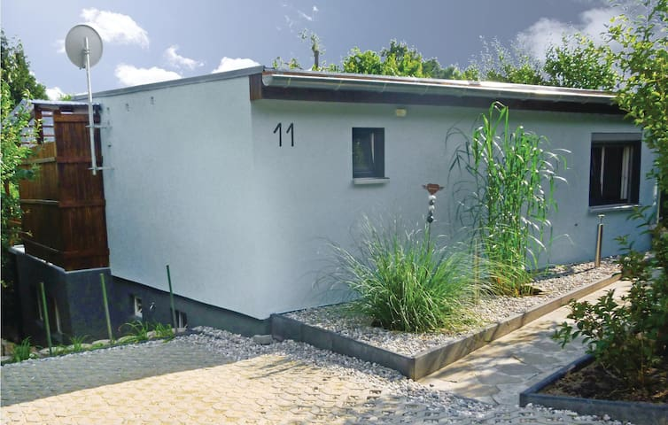 Holiday cottage with 1 bedroom on 30 m² in Klein Nemerow