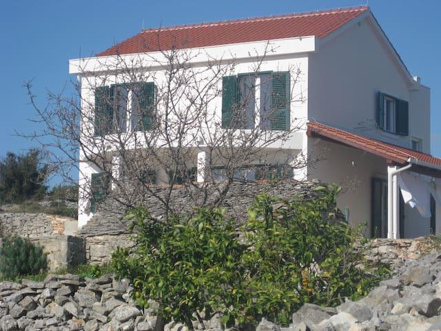 Apartment Antonio Šolta - Donje Selo