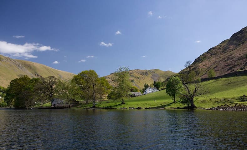 Five star lakeside house with six bedroom suites, hot tub, spa & cinema - Ullswater - Casa
