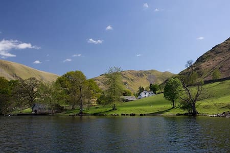 Five star lakeside house with six bedroom suites, hot tub, spa & cinema - Ullswater - Haus