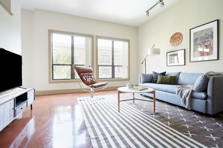 Sonder | Downtown Houston | Chic 1BR + Pool