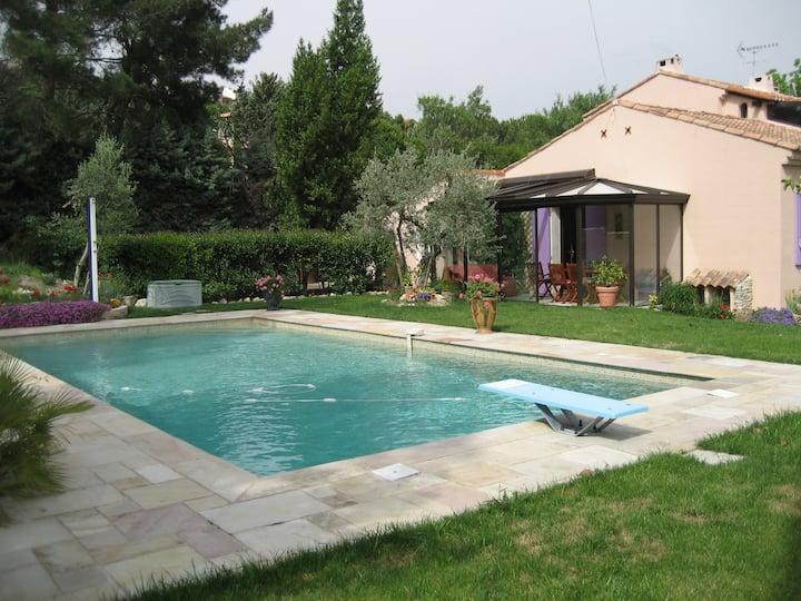 Villa avec grande piscine (10 X 5,)