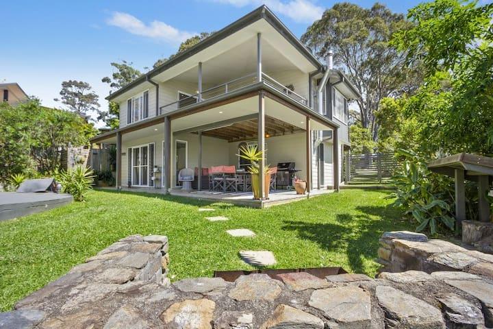 Beautiful large  house 100 metres to Cookies Beach