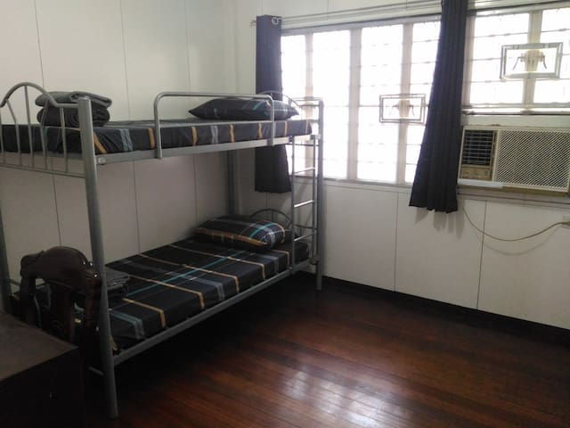 1BR(#1) in a quiet & safe place near UP, Maginhawa
