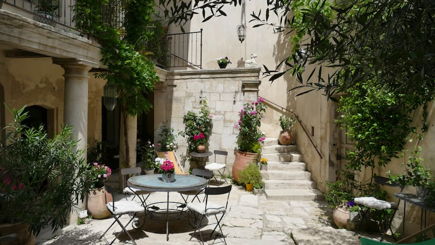 A captivating town house- - Saint-Rémy-de-Provence - Villa