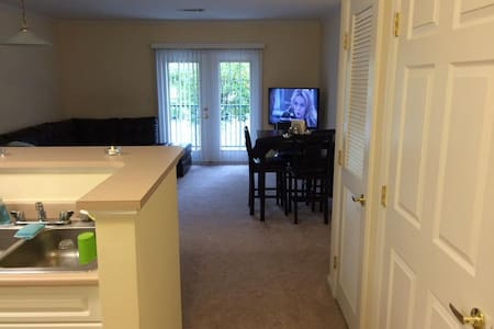 High end apartment Near casino - Groton