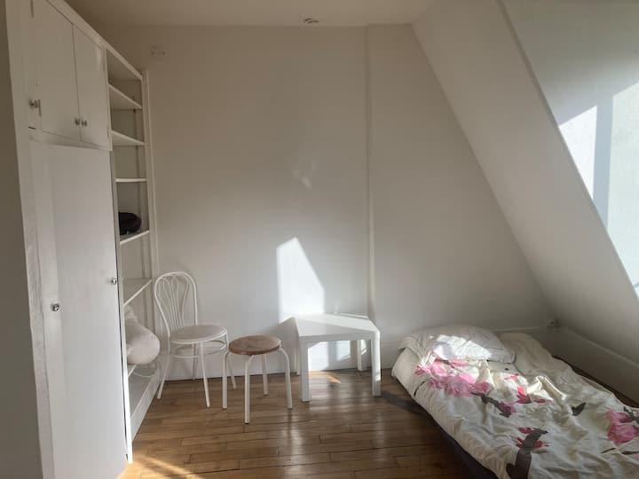 Chambre / studio dans le 7eme arrondissement
