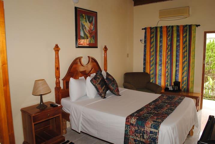 Moonrise Villas Room 402