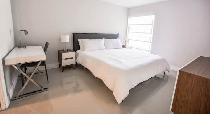 Cool New Designer One Bedroom Apartment NO CLEANING FEE - Sleeps (6) - A