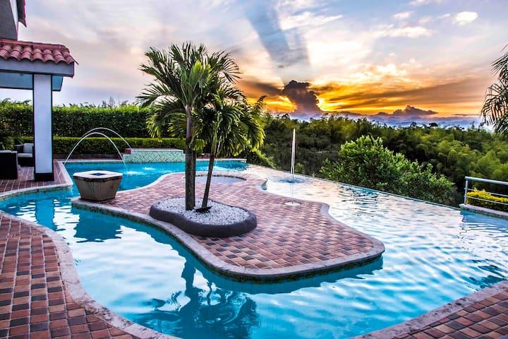 Su Propio VIP Resort Privado. #1 En Pereira!