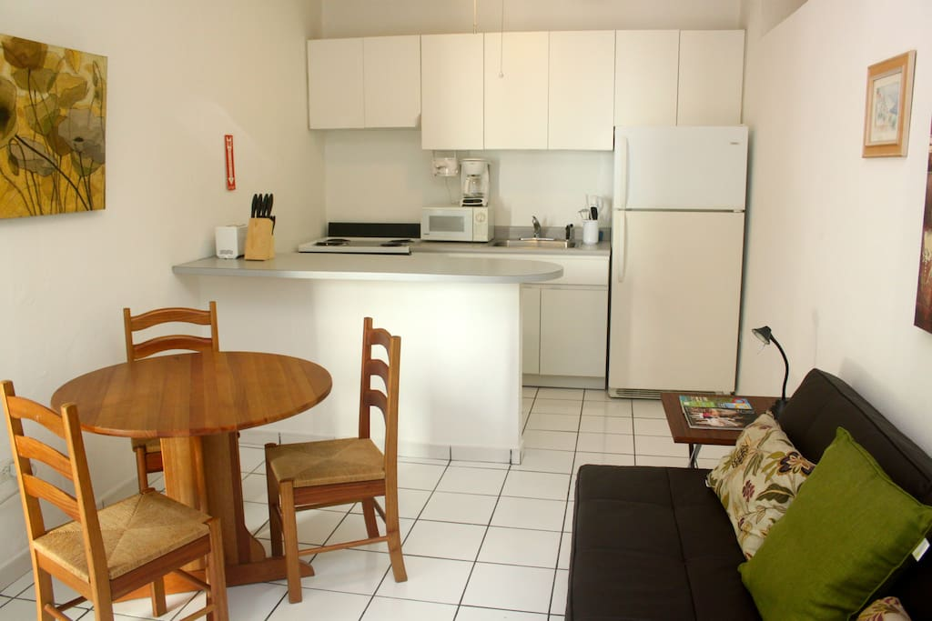 Spacious kitchen, dining and futton