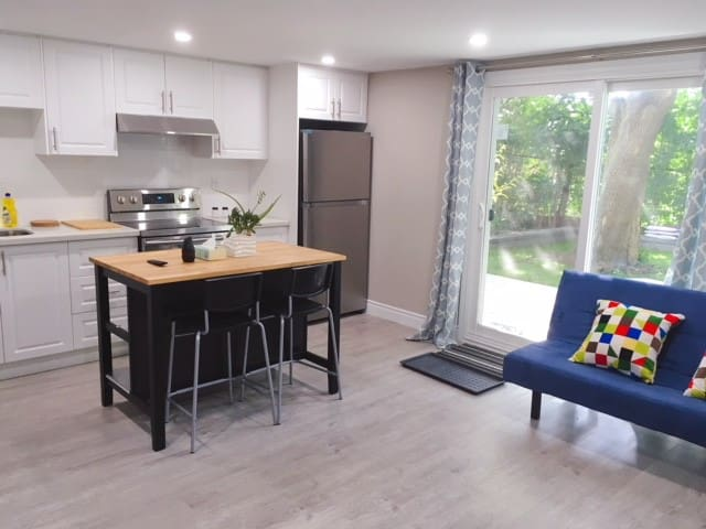 Lovely/ Cozy/ Modern/ Private Unit/ 实惠温暖的家