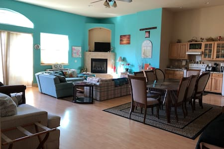 Grand Guest House-Sleeps 12 in Reno