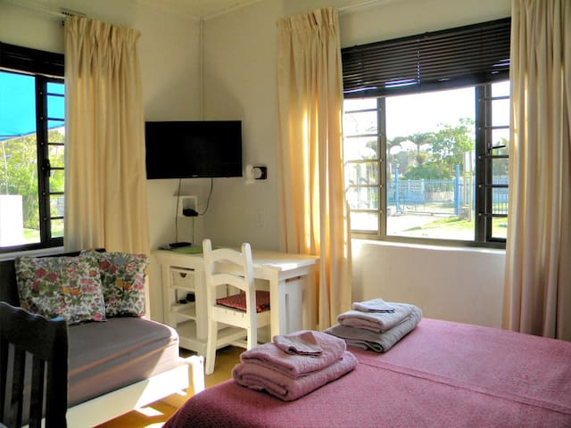 self-cater STUDIO 200 meters from  secluded beach