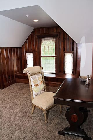 Wishmaker House Bed and Breakfast-TreeTop Suite