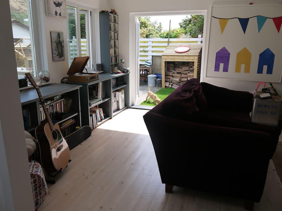Living room & Garden