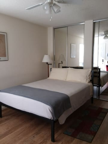 Cozy suite with private entrance and private bath