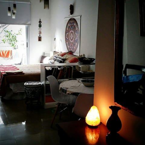 Bello apartamento. Luminoso, balcón y a full.