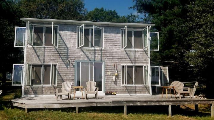 Ravens Hollow ~ Cozy & Quiet Oceanfront Cottage