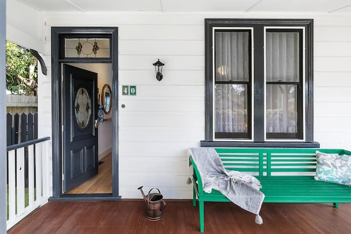 Alpine Days Guesthouse, 5 mins walk to town