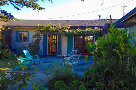 Cozy Beach Cottage Getaway Sleeps 6 - Davenport