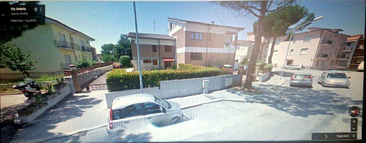 Camere in villa -centralissima in città- - Isernia - Villa