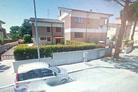 B&B in villa -centralissima in città- - Isernia