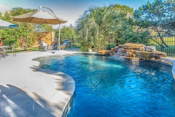 Private Oasis/plush Master on main - Lakeway - Maison