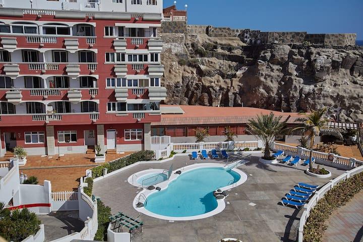 Apartamento y piscina en La Garita, vistas al mar