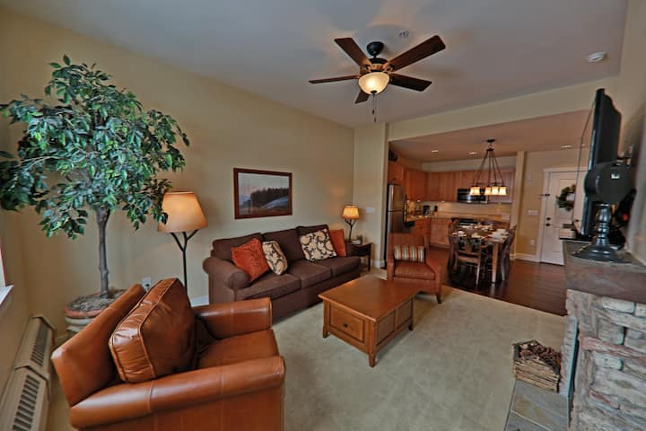 Family-Friendly Condo w/Free WiFi, Private Gas Grill, & Shared Hot Tub and Pool