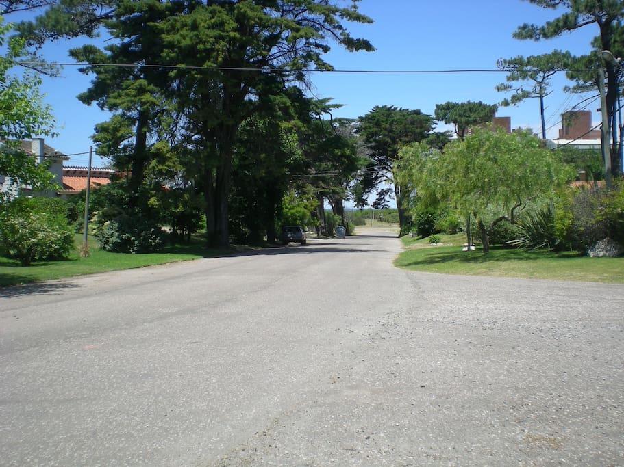 vista del barrio, acceso a la playa